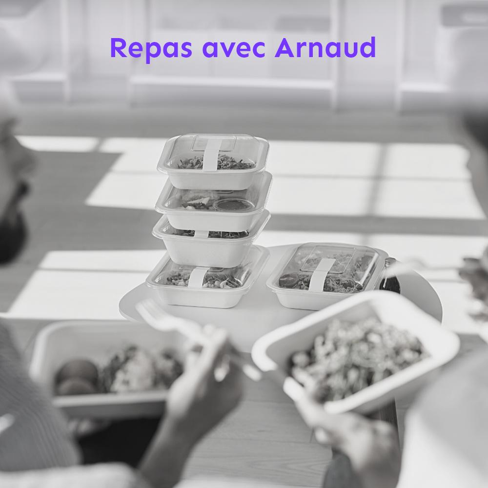 Autour de la table ? Arnaud, le CEO et les nouveaux collaborateurs. Pour ? Échanger sur tous les sujets pro et perso. Le petit plus ? La proximité, une réalité.